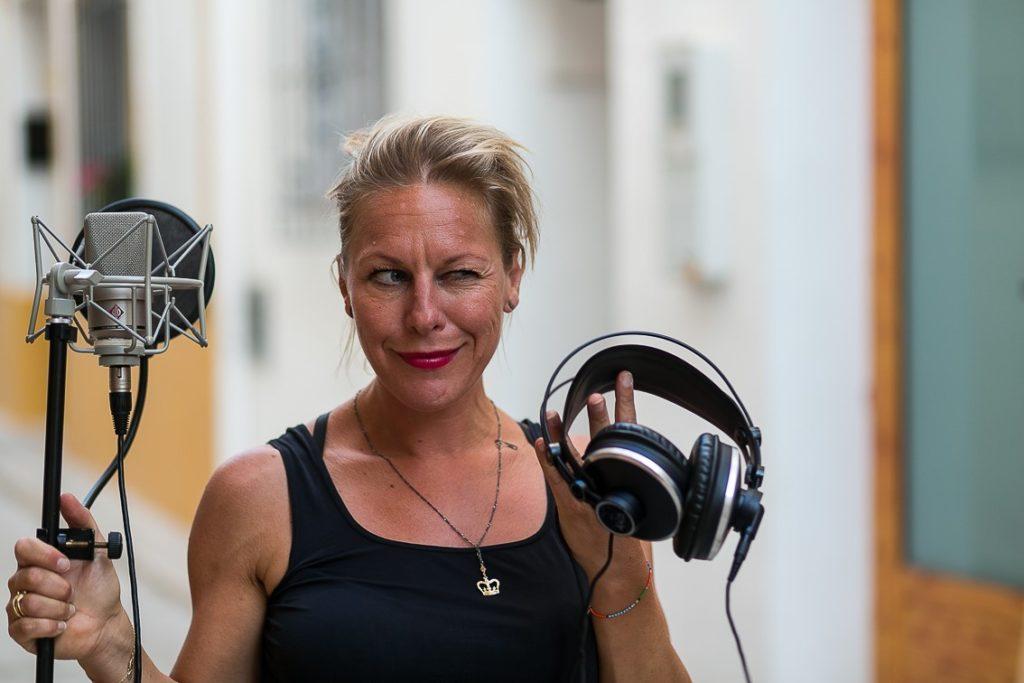 Voiceover artist, freelance journalist, podcaster af Den Digitale Nomade, foredragsholder og eventyrer Mille Sjøgren, privatfoto.