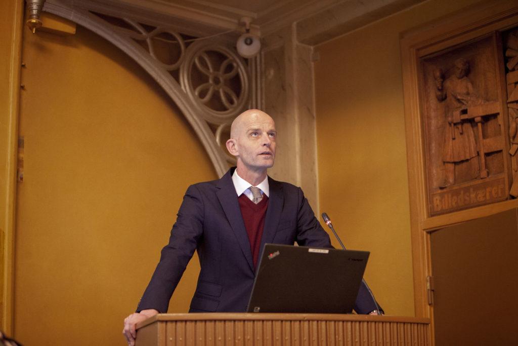 Lars Werge på talerstolen. Foto: Anette Sønderby Madsen