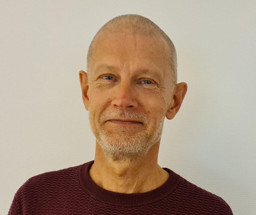 Birger Carlsen, Regnskabsskolen ApS, Cand.merc. fra CBS
