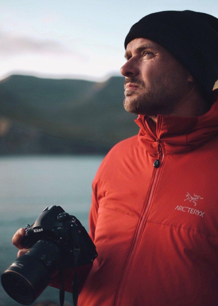 Christian Als er fotograf, explorer og filmskaber med speciale i outdoor, dronefotografi og landskabsfotografi. Så længe han kan huske, har han været tiltrukket af det store eventyr og episke landskaber.